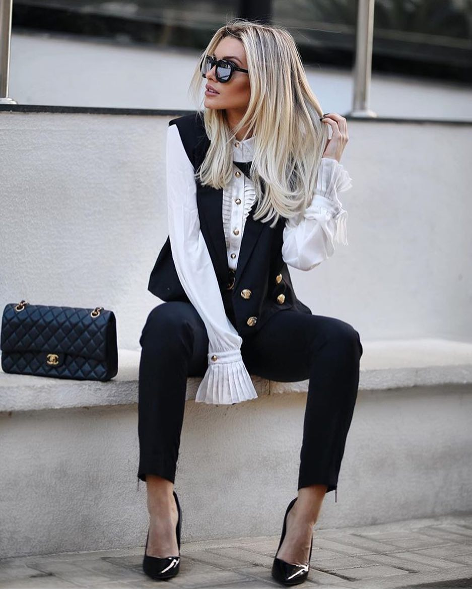 Office Look: Double Breasted Vest, White Blouse With Pleats And Skinny Pants 2020