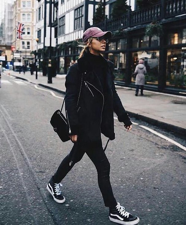 How To Style Black Shearling Aviator Jacket With Black Skinny Jeans And Sneakers 2019