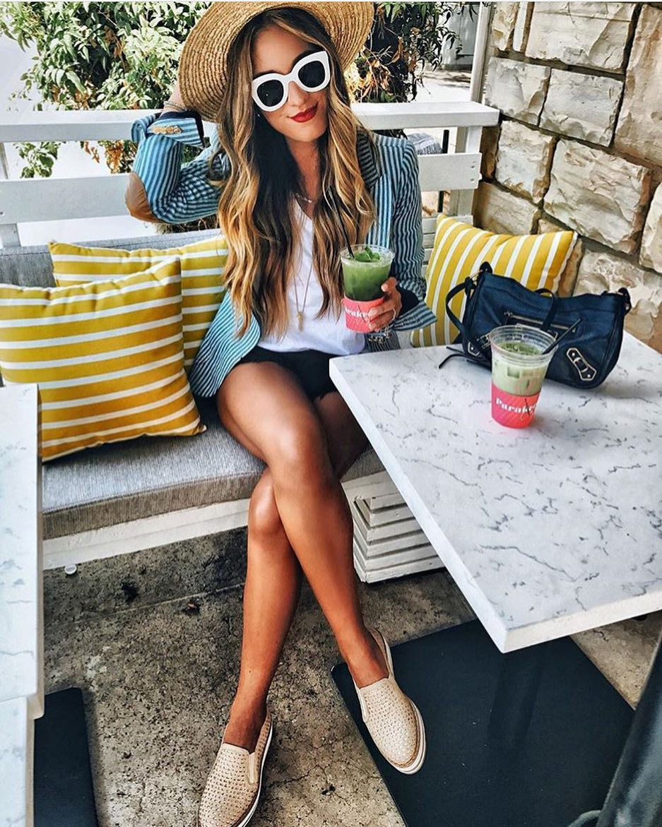 Sexy Outfit Idea With A Striped Blazer And Wide Brim Straw Hat 2021