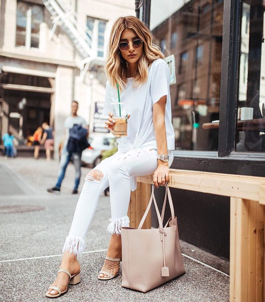 How To Wear Pastel Blue Front Tied Tee With White Frayed Skinnies And Net Block Heel Sandals 2021