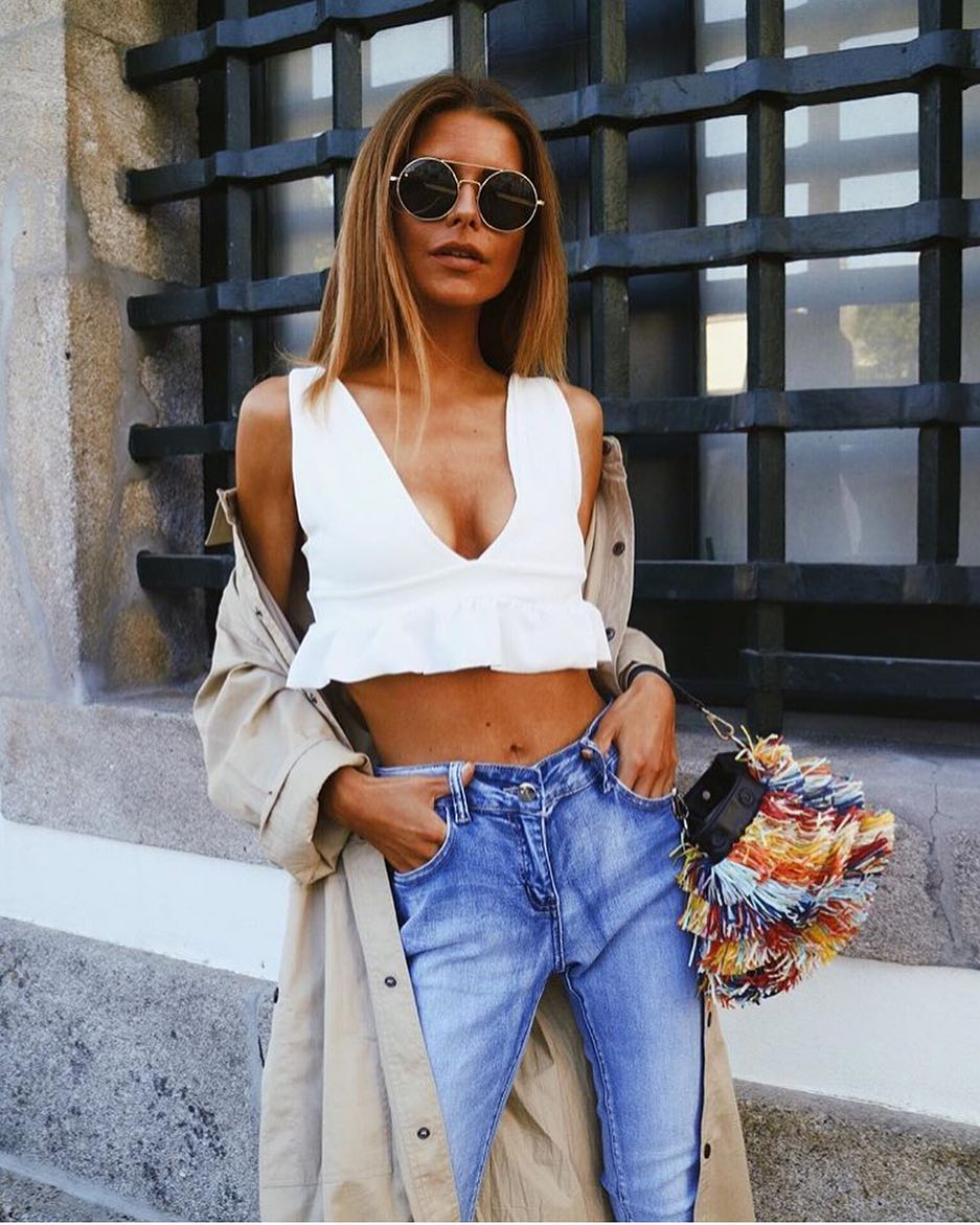 Casual Day Off: Crop Top With Ruffled Hem And Slim Jeans 2021