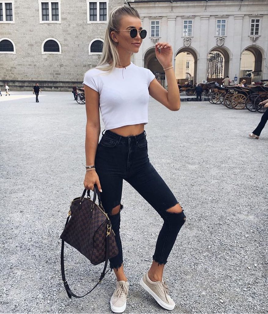 Modern Grunge Look: Rounded Sunglasses, White Crop Top And Knee Ripped Black Skinnies 2019