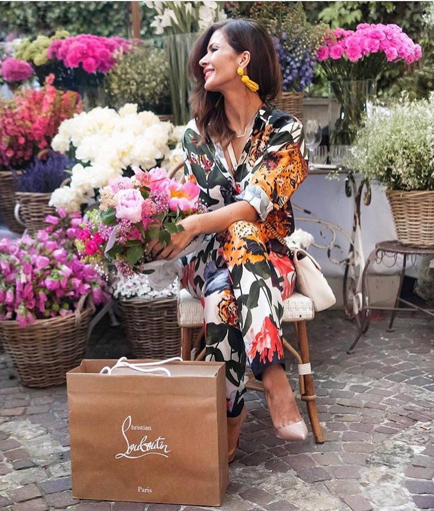 Summer Outfit: Floral Kimono Pantsuit And Nude Pumps 2021