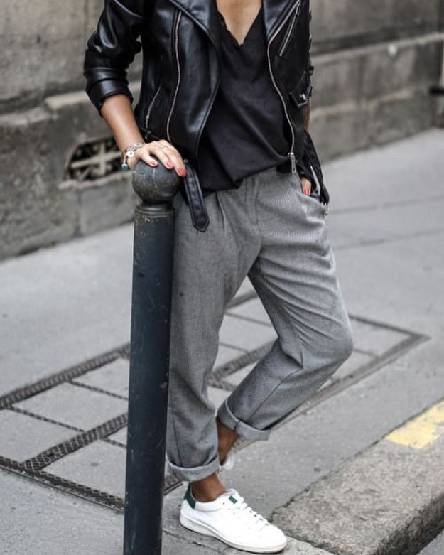 How To Style Grey Oversized Cuffed Jeans With White Sneakers And Black Leather Jacket 2019