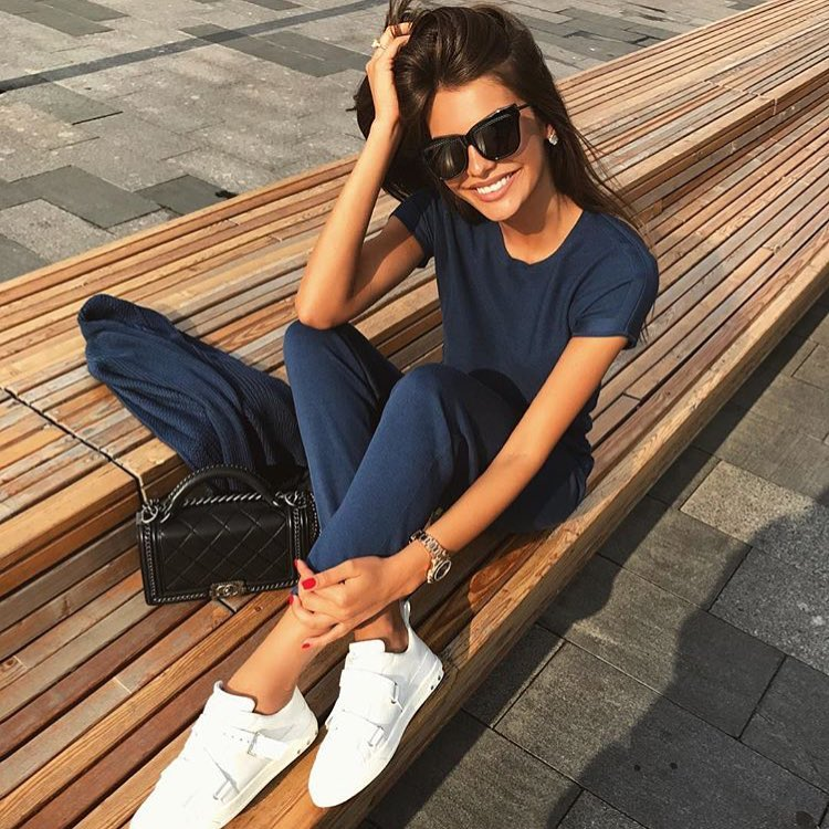 Summer Sporty Look: Navy Blue Tracksuit With White Sneakers 2020