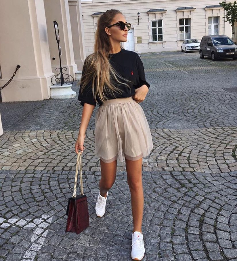 How To Wear Short Tulle Skirt With Black T-Shirt, Cat-Eye Sunglasses And White Kicks 2019