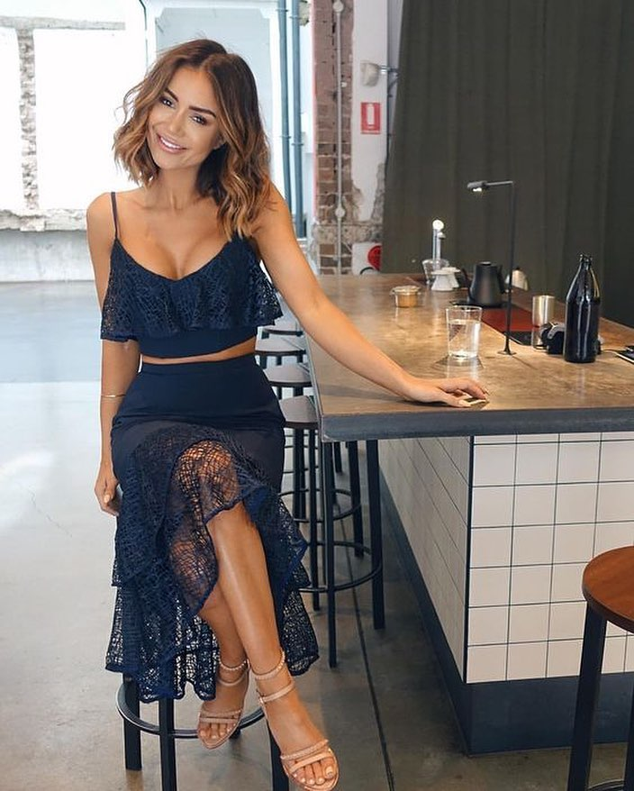 Summer Cocktail Look: Navy Blue Two Piece Dress With Sheer Lace Details 2019