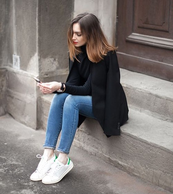 How To Style Black Turtleneck With Black Blazer, Blue Skinnies And White Kicks 2019
