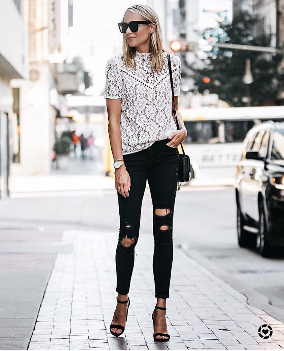 Monochrome Style: White Lace T-Shirt, Ripped Black Skinnies, Black Sandals And Oversized Sunglasses 2020
