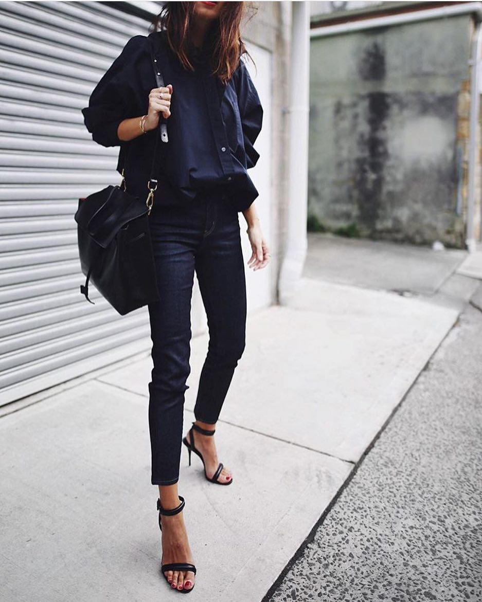 City Monochrome Outfit Idea: Navy Oversized Shirt And Indigo Skinny Jeans 2019