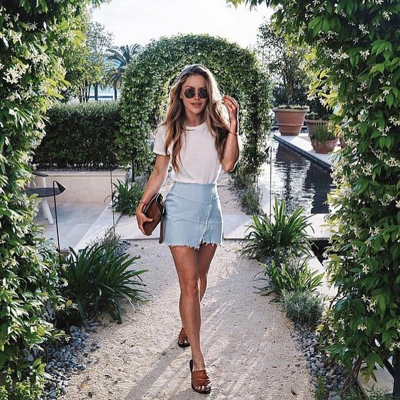 Casual OOTD: White Tee And Denim Skirt 2020
