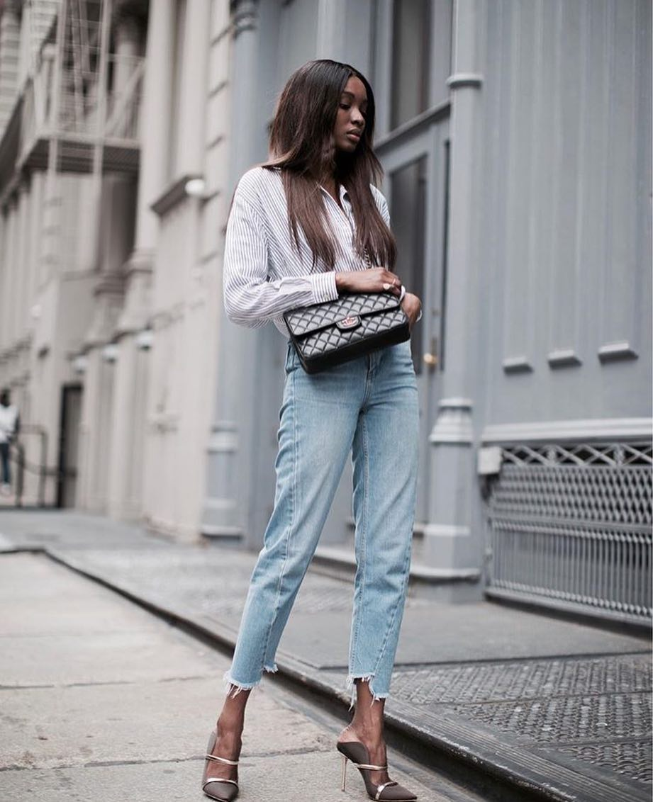 Smart Casual City Look: Pinstripe Shirt, Frayed Jeans And Heeled Pumps 2020
