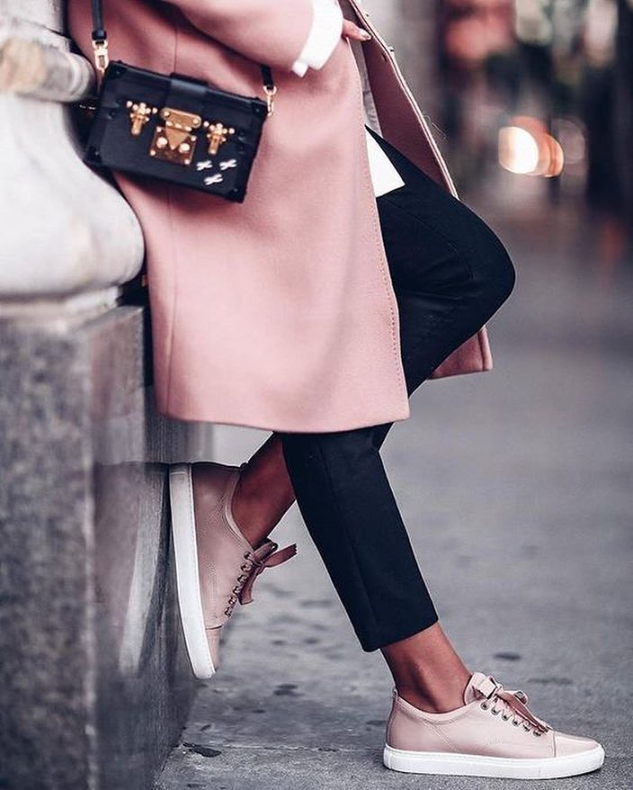 How To Wear Pink Coat With Black Cropped Pants And Blush Sneakers 2021