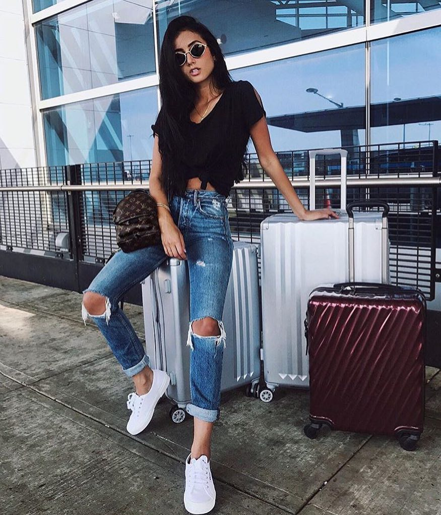 Sexy Airport Outfit: Front Tied Black Tee, Knee Ripped Jeans And White Kicks 2020