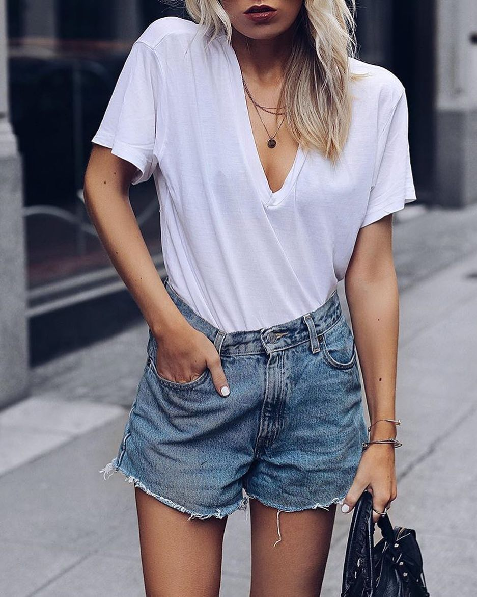 How To Style White Oversized V-Neck Tee With Denim Shorts 2020