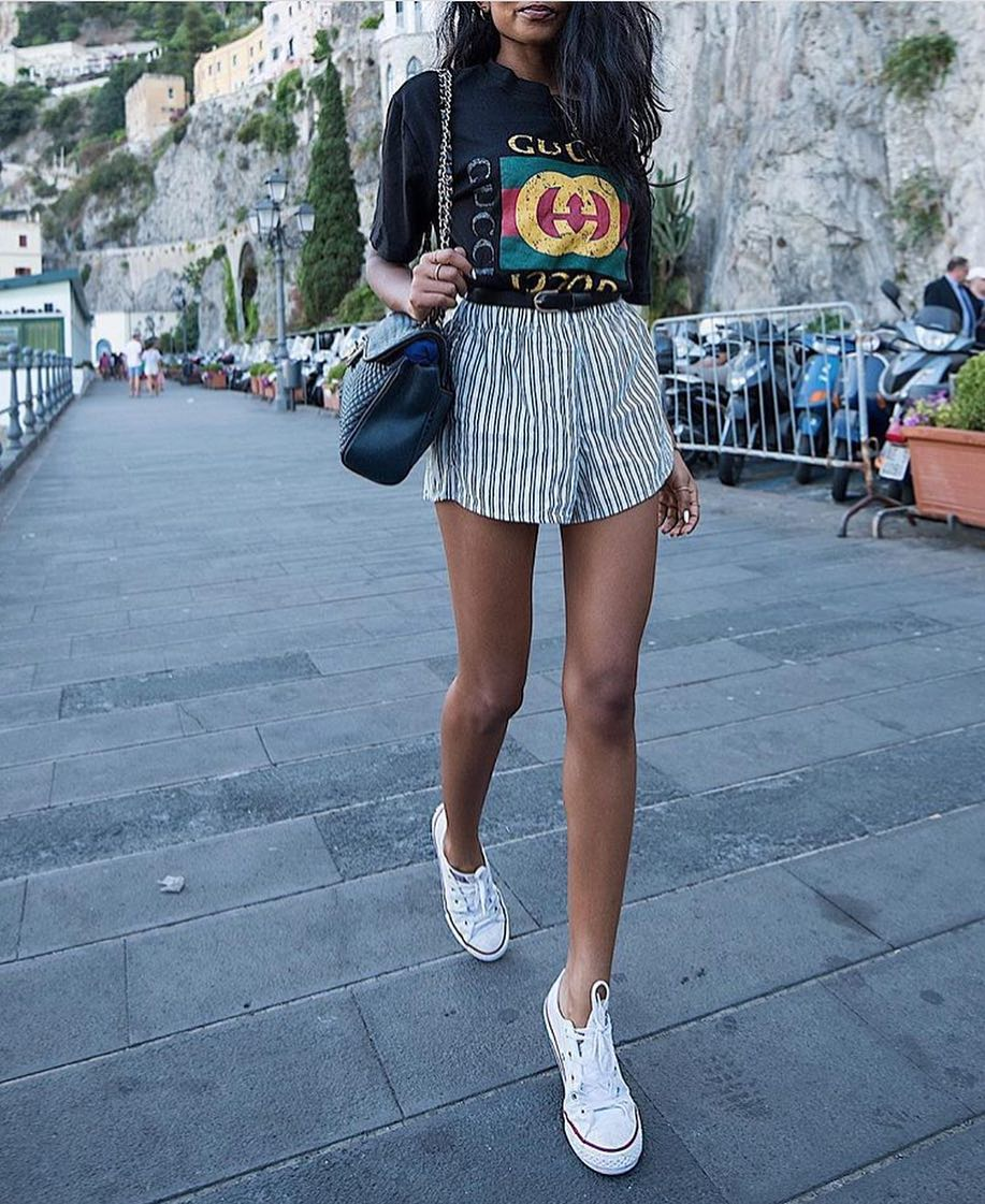 How To Wear Gucci T-Shirt With Pinstripe Shorts And White Trainers 2021