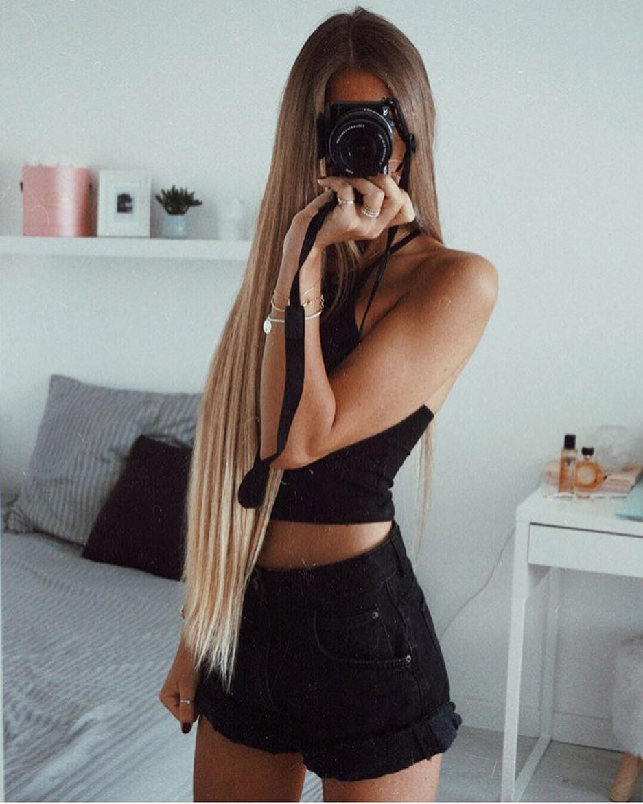 How To Wear Black Crop Tank Top With Black Denim Shorts 2021