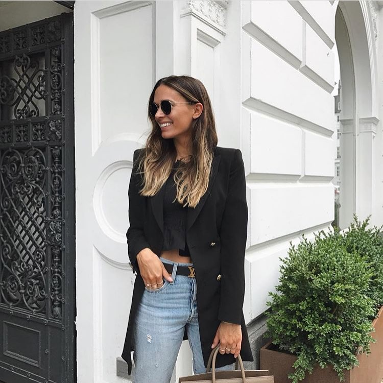 How To Wear Long Black Blazer With Black Crop Blouse And Blue Jeans 2021