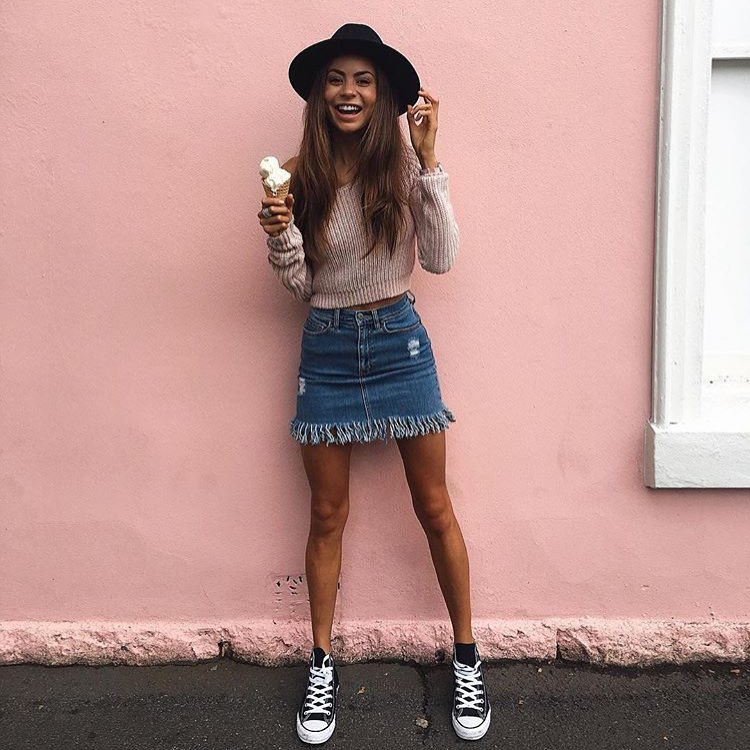 How To Wear Off Shoulder Crop Sweater With Frayed Denim Skirt And Trainers 2019