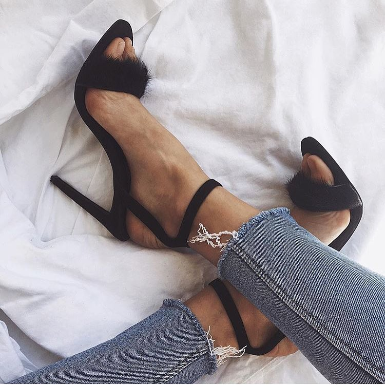 How To Wear Black Fluffy Heeled Sandals With Ankle Skinny Jeans 2019
