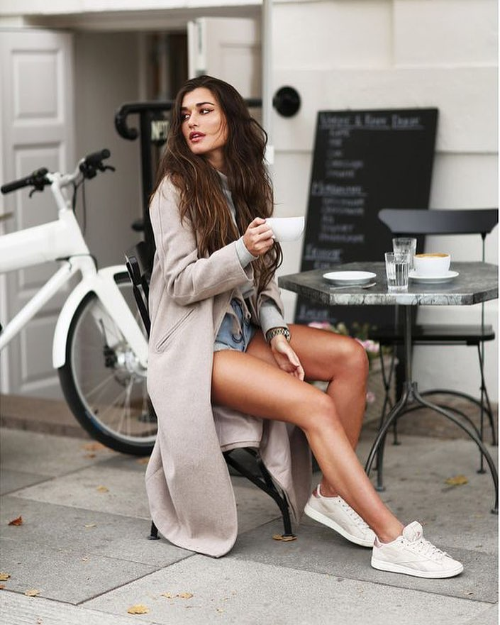 How To Style Maxi Grey Wool Coat With White Sweater, Denim Shorts And White Kicks 2019