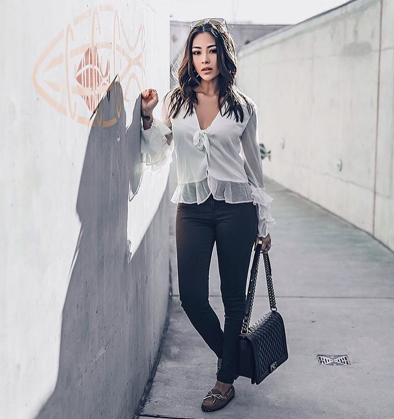 Summer Monochrome Look: White Ruffled Blouse And Skinny Black Pants 2019