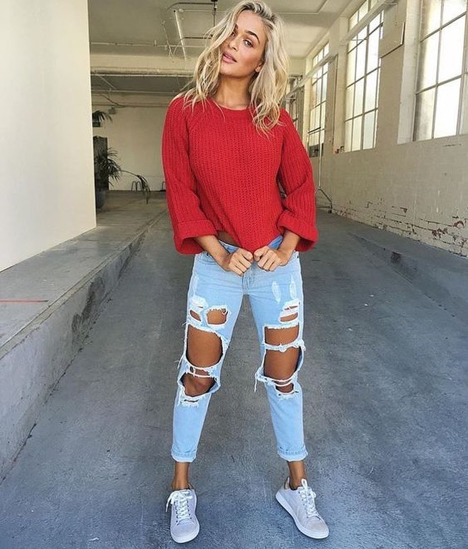 Spring OOTD: Red Oversized Sweater Tucked In Light Blue Ripped Jeans 2021