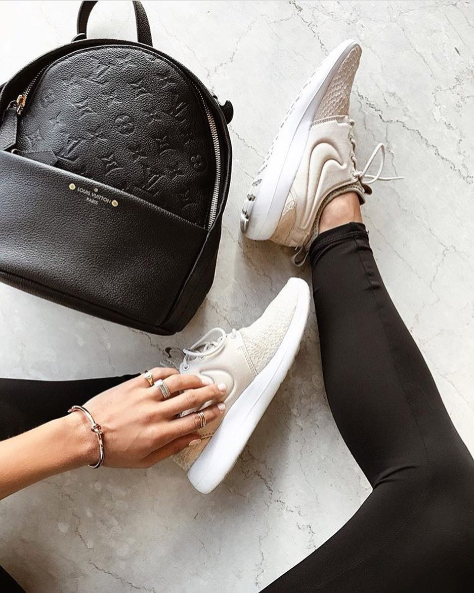 How To Wear Cream Sneakers With Black Leggings And Louis Vuitton Backpack 2020