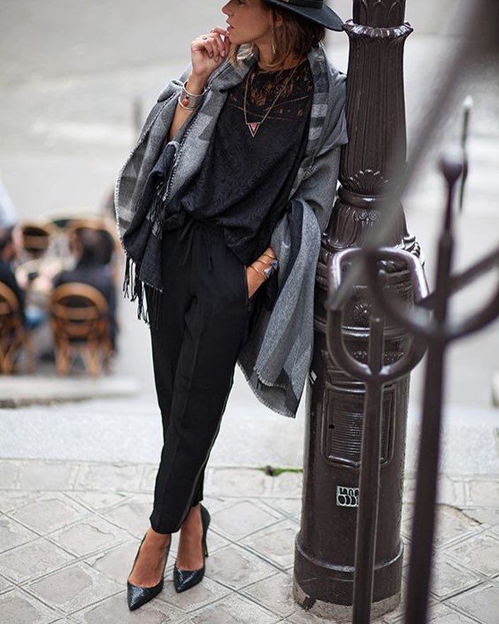 How To Wear Grey Blanket With Black Lace Top, Black Pants And Pointy Pumps 2020