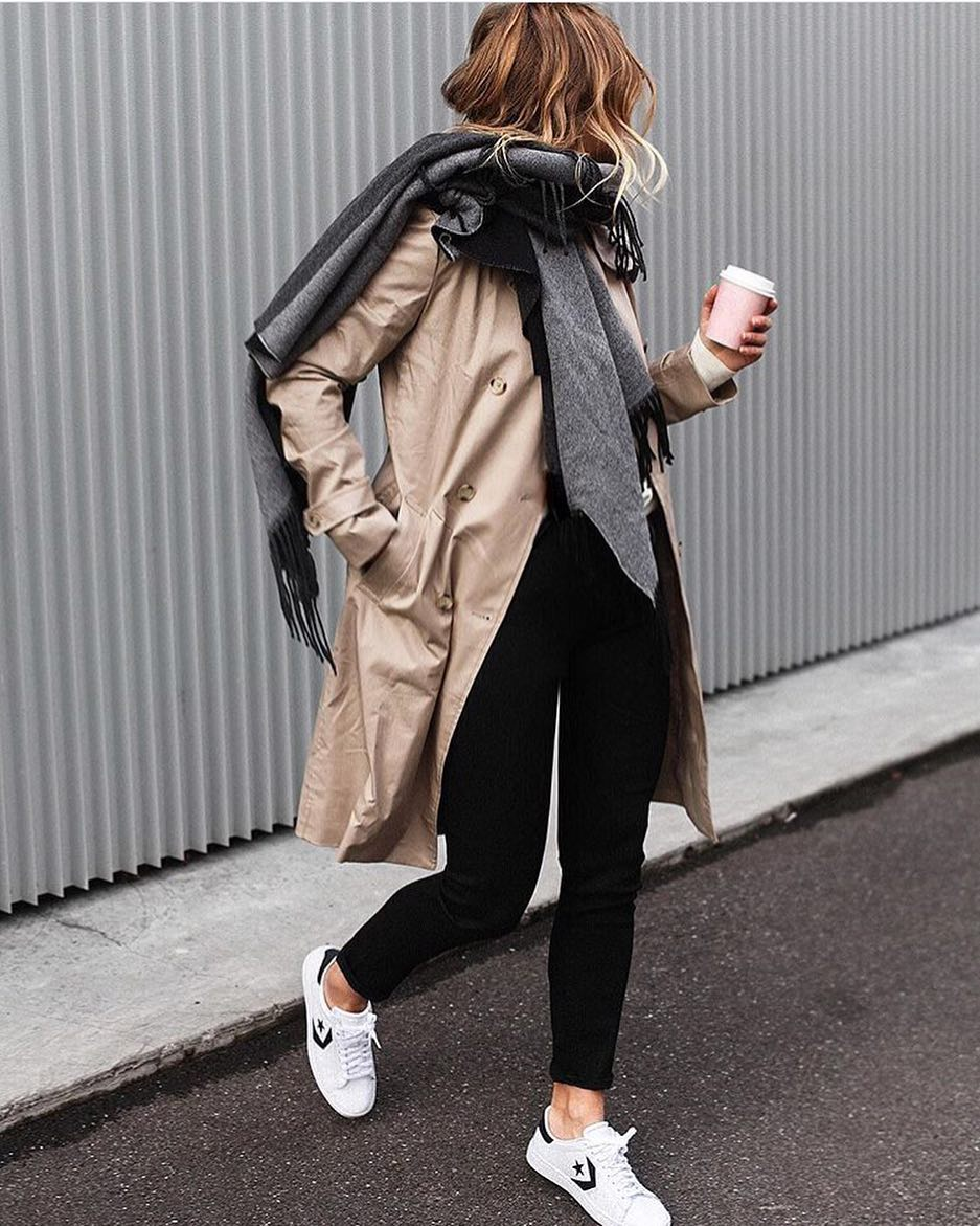 How To Style Beige Trench Coat With Oversized Grey Scarf, Black Jeans And White Kicks 2020