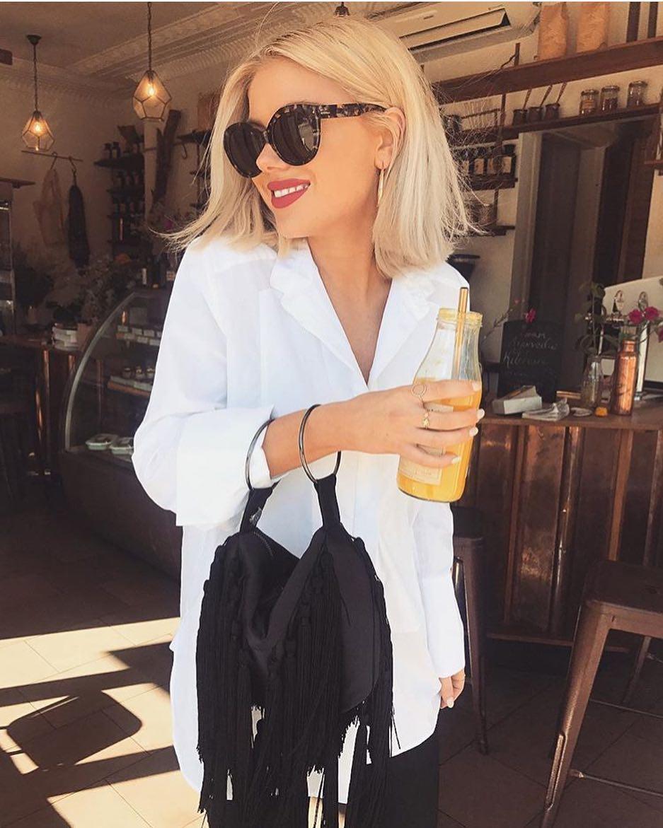 Monochrome Outfit: White Shirt, Black Pants And Tortoise Sunglasses 2019