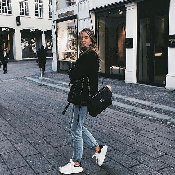 Fall Urban Style: White Sneakers With Regular Jeans And Black Aviator Jacket 2019