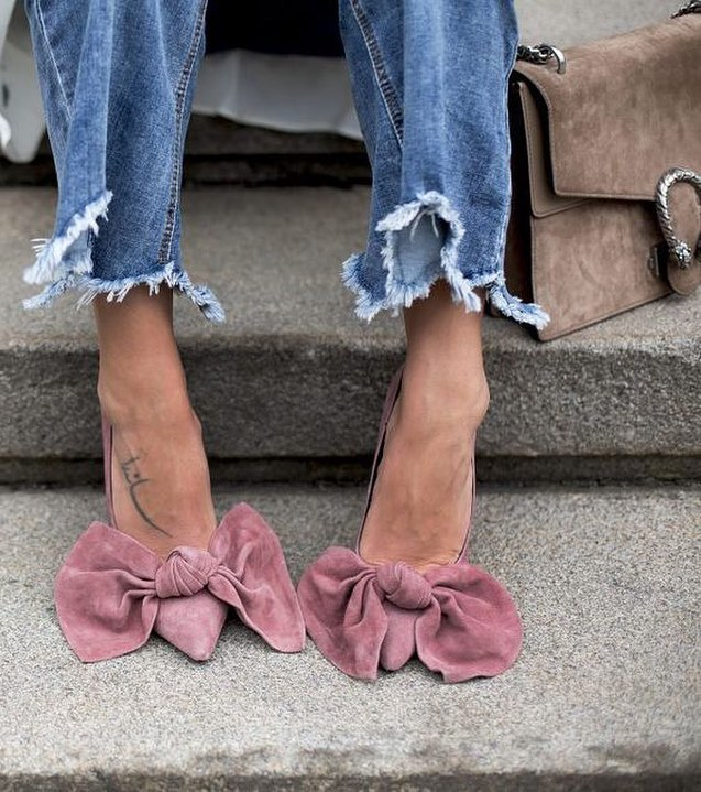 Bow Tie Blush Pumps In Suede And Frayed Jeans 2019