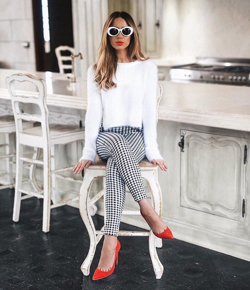 Spring Office Basics: White Sweater, Gingham Pants And Red Heels 2020