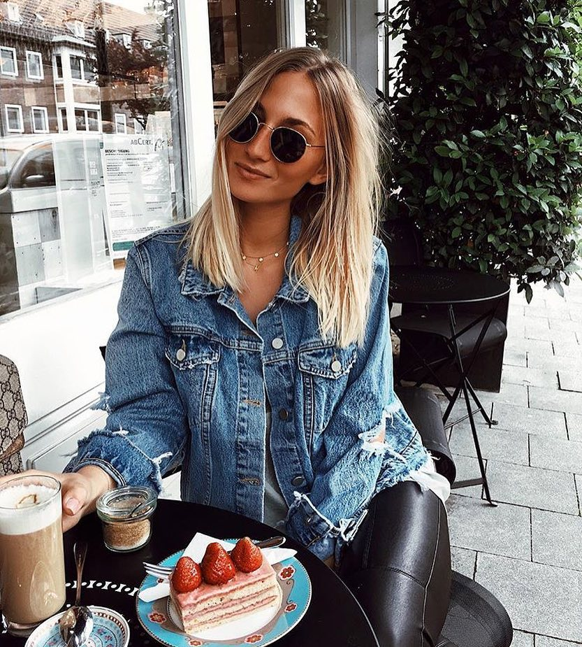 Day Essentials: Rounded Sunglasses, Ripped Denim Jacket And Black Leather Skinnies 2021