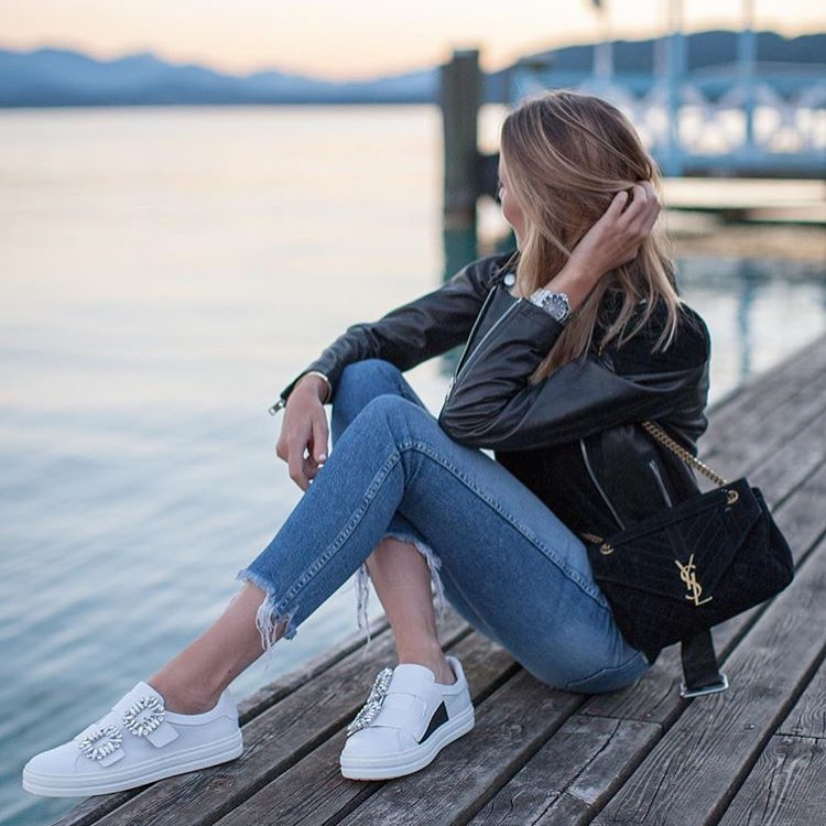 Summer Evening Outfit Idea: Black Leather Jacket, Skinny Jeans And White Kicks 2019