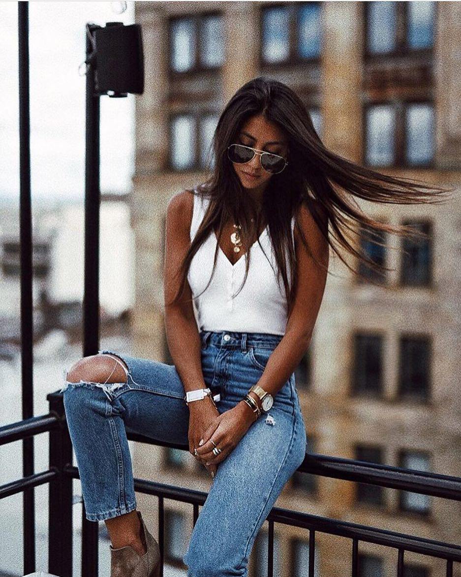How To Wear Buttoned White Bodysuits With High Rise Ripped Jeans 2019