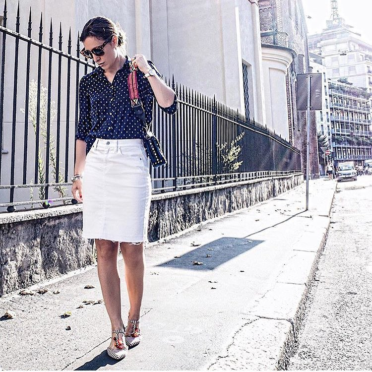 Summer Office Look: Dotted Shirt, White Denim Skirt And T-Strap Flat Pumps 2021
