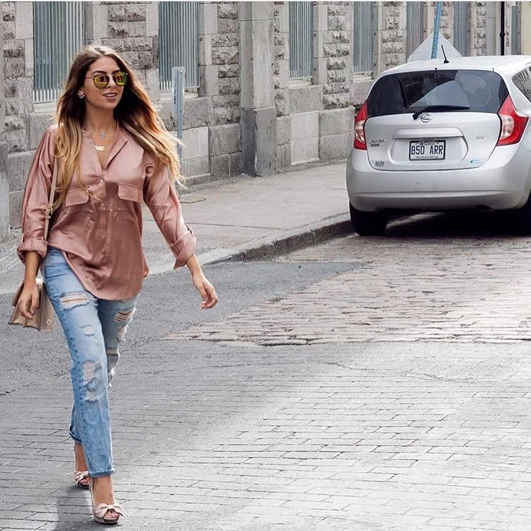 Summer Smart Casual: Silk Blush Shirt With Blue Ripped Jeans, Peep Toe Heels And Rounded Shades 2019