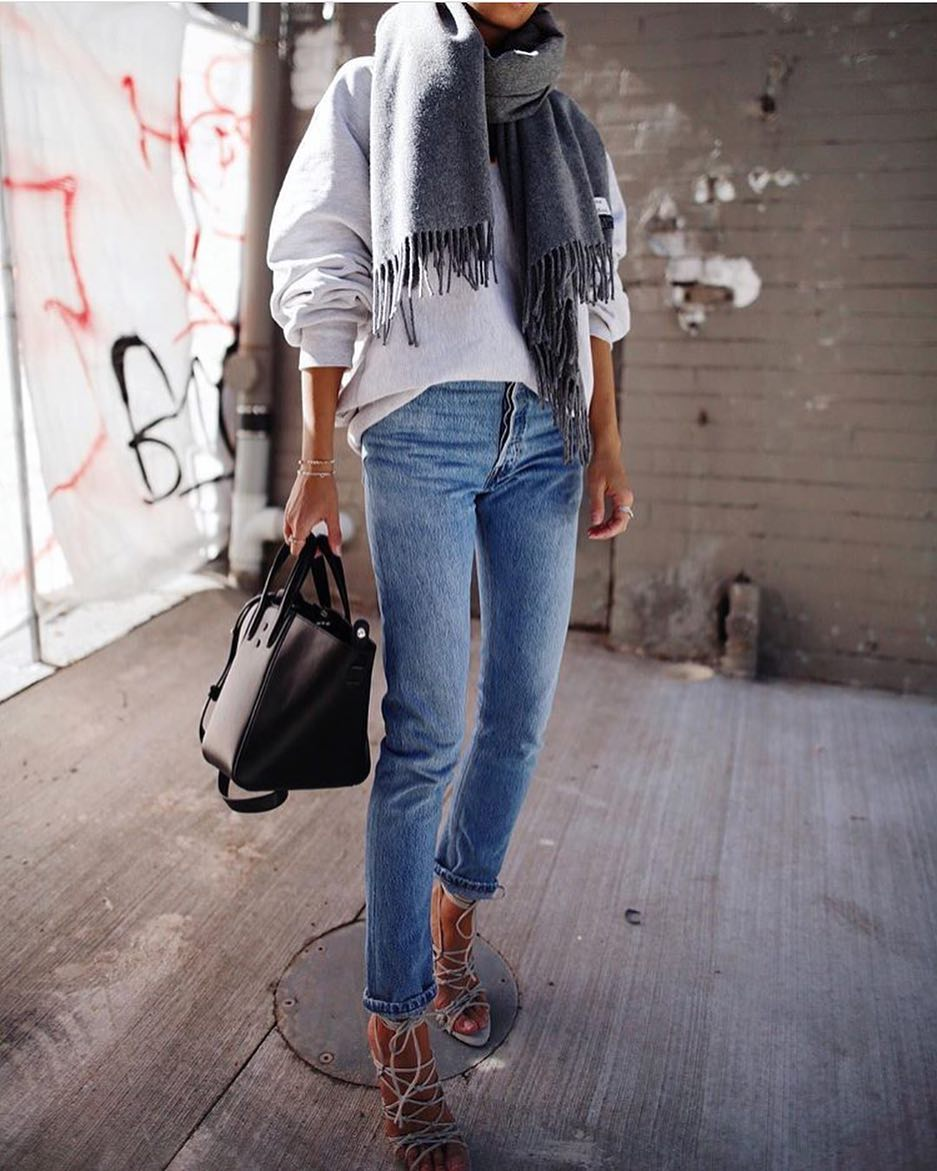 How To Wear Grey Wool Scarf With Oversized Cream White Sweater And Slim Jeans 2020