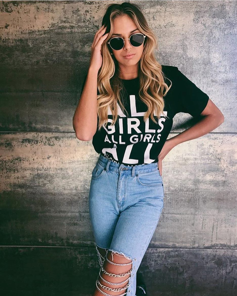 How To Style Slim Jeans With Holes And Chains 2020