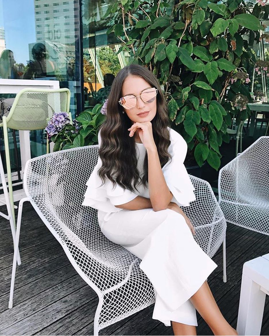 Summer Brunch Outfit Idea: White Pencil Dress With Short Ruffled Sleeves And Mirrored Sunglasses 2019