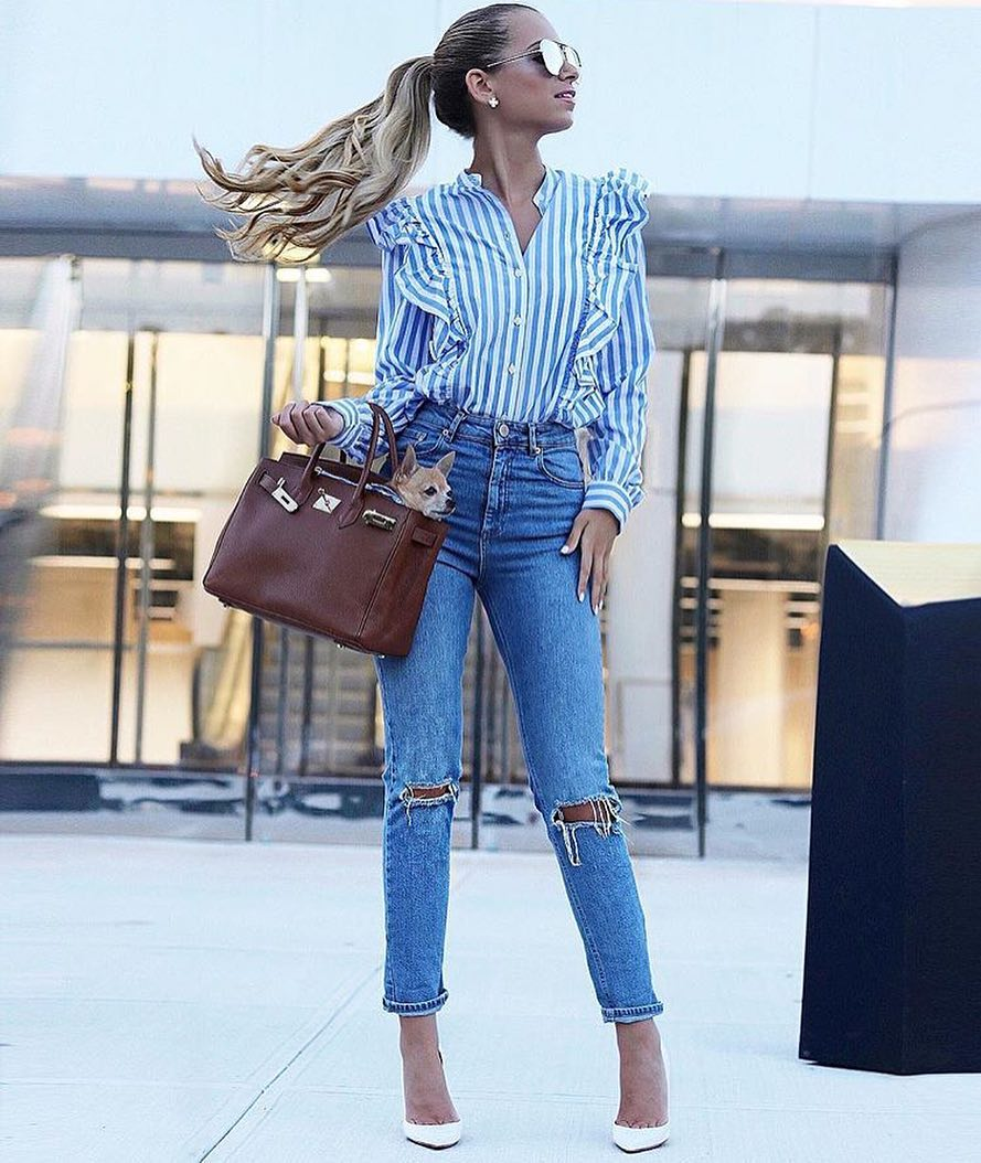Summer New York Style: Pinstripe Ruffled Blouse, Knee Ripped Skinny Jeans And White Pumps 2020
