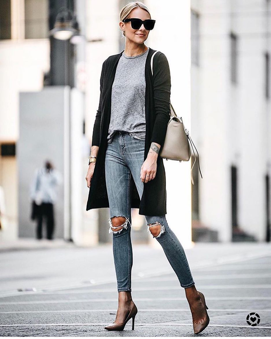New York Spring Outfit Idea: Long Cardigan, Grey Top And Knee Ripped Skinnies 2021