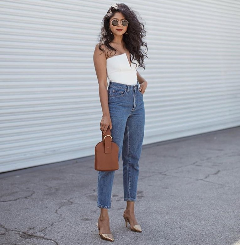 Summer Hot Outfit: Strapless White V-Neck Bodysuit And High-Rise Mom Jeans With Gold Pumps 2020