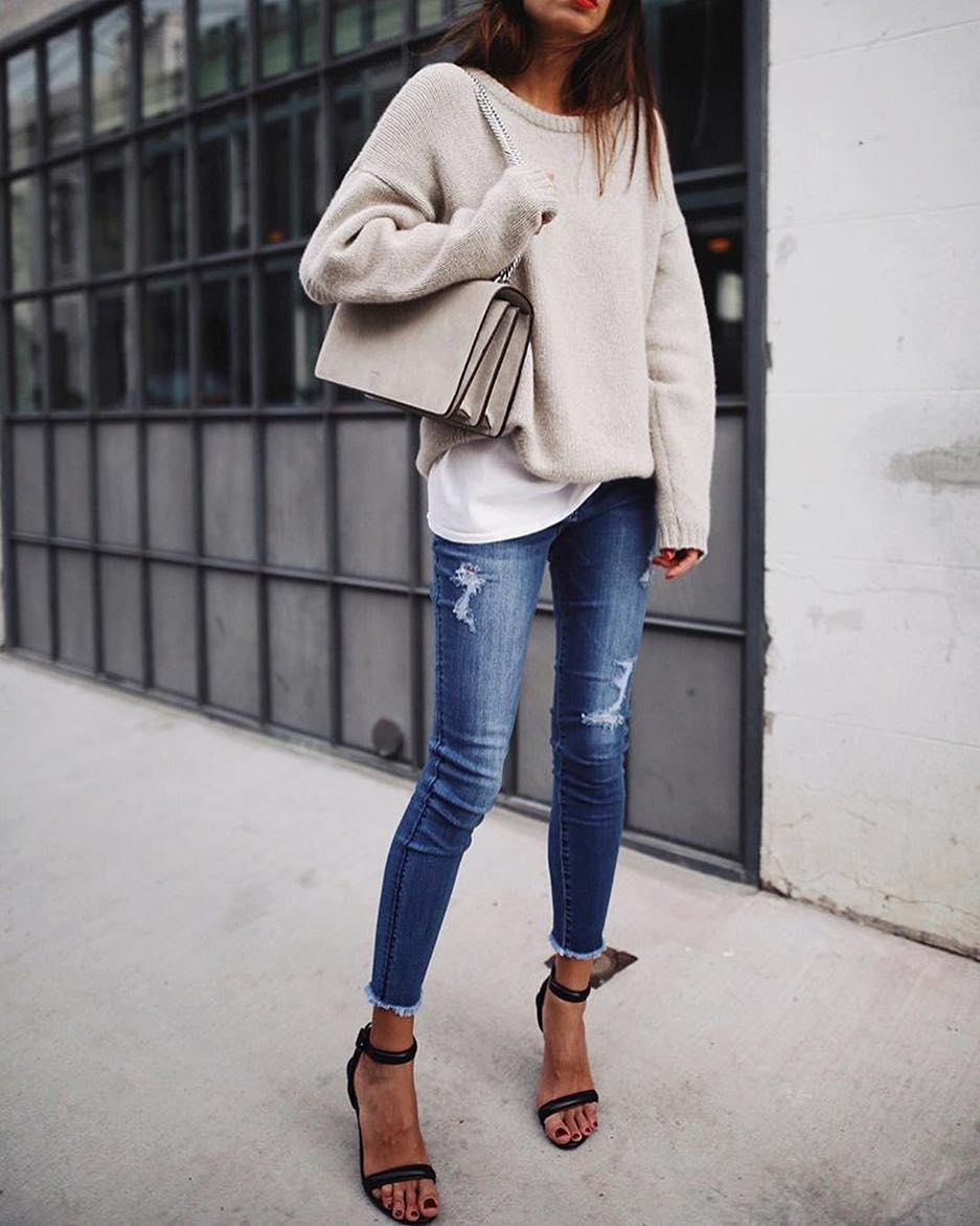 Casual Style Outfit For Ladies Over 30: Oversized Sweater, Skinny Jeans And Heels 2019