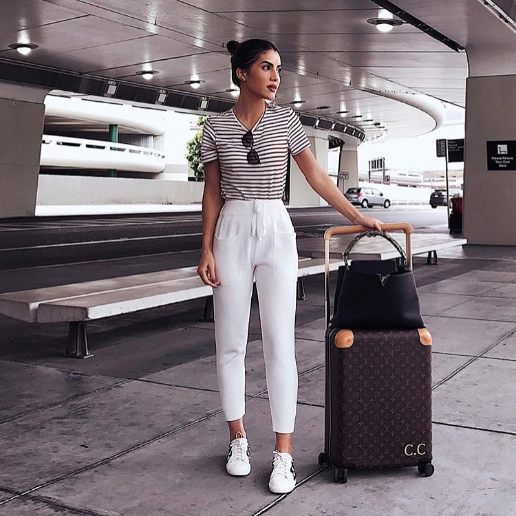 Summer Flight Essentials: Striped T-Shirt, White Jogger Pants And White Kicks 2021