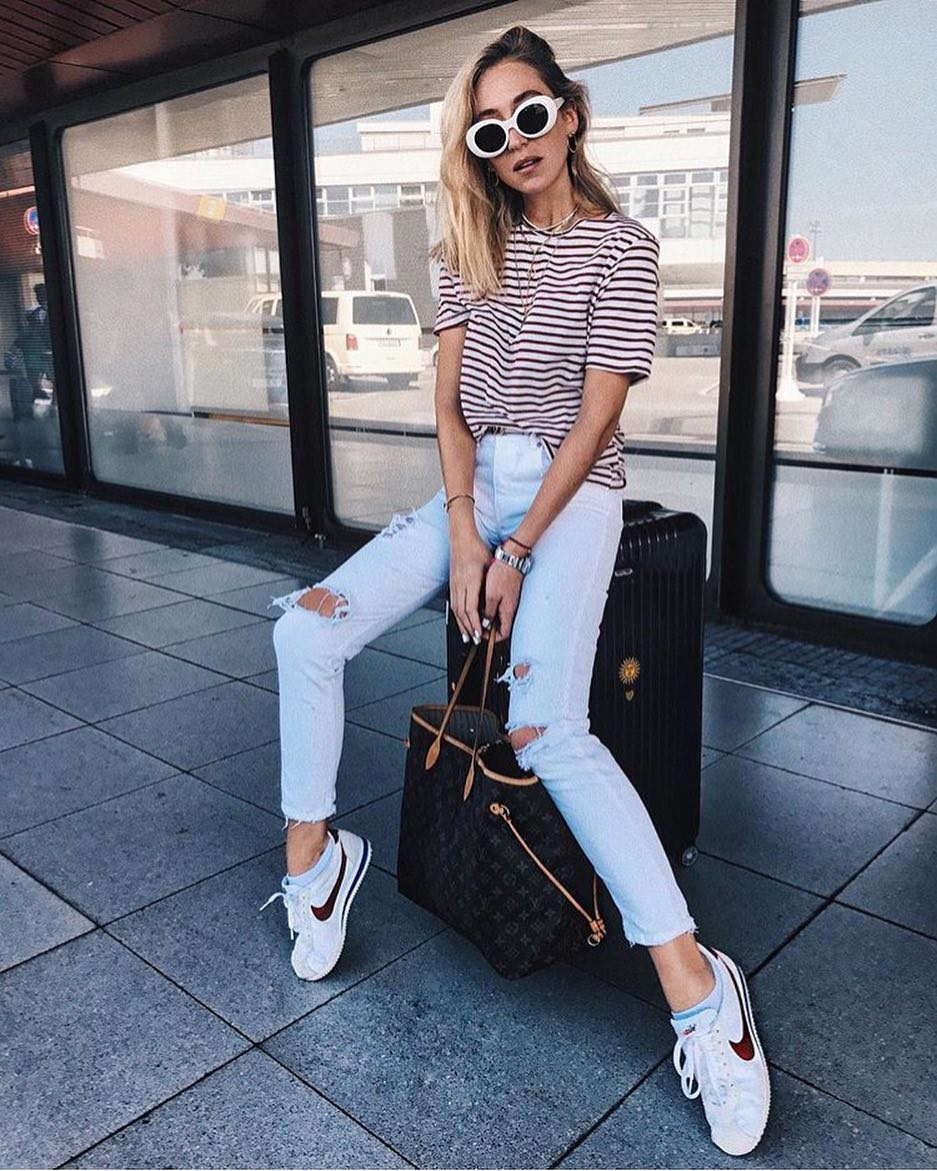 Simple Airport Outfit Idea: Striped T-Shirt, Ripped Skinnies And White Sneakers 2019