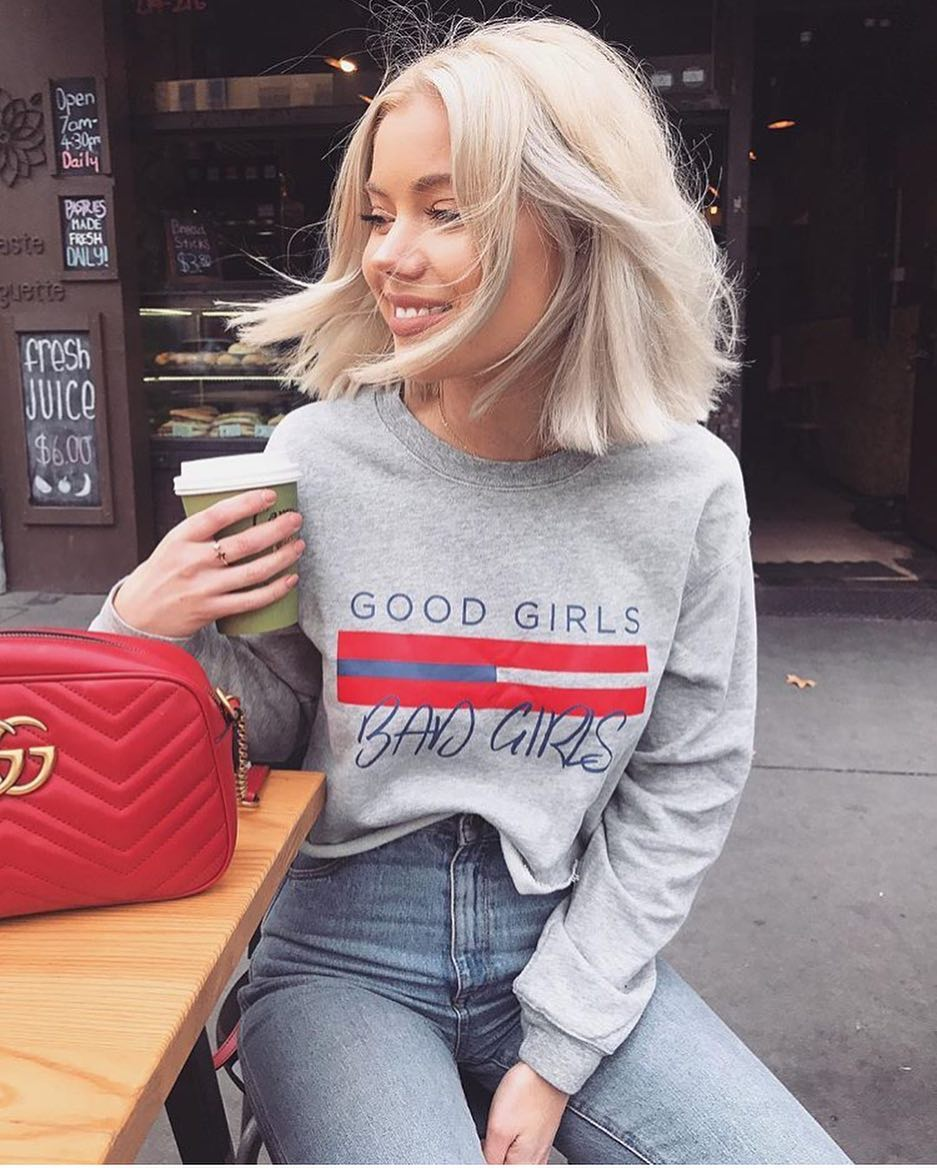 American Style: How To Wear A Grey Sweatshirt With Jeans 2020