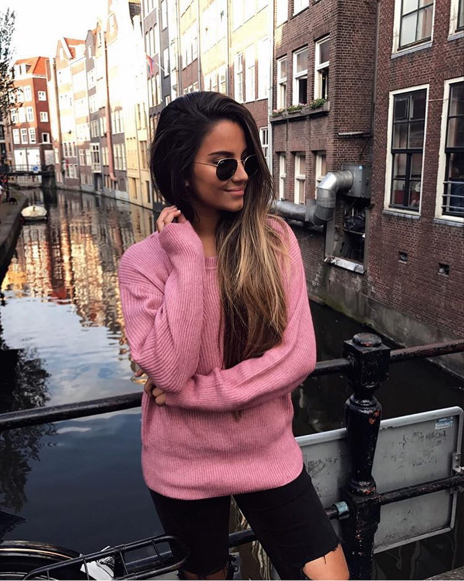 Amsterdam Outfit Idea For Spring: Pink Sweater And Ripped Black Skinnies 2019